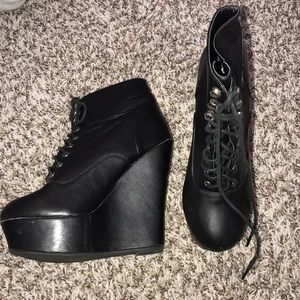 Black wedge platforms